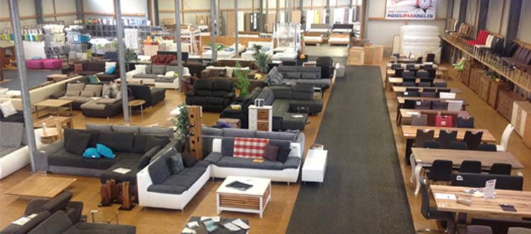 günstige Ausstellungsstücke wie Tische, Stühle, Polstergruppen, Sofas, Betten, Balkenbetten, Matratzen,Boxspringbetten